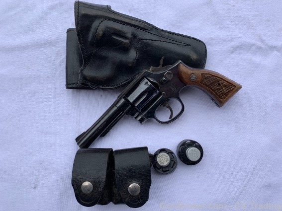 Name:  10-10 with holster and speed loader.jpg