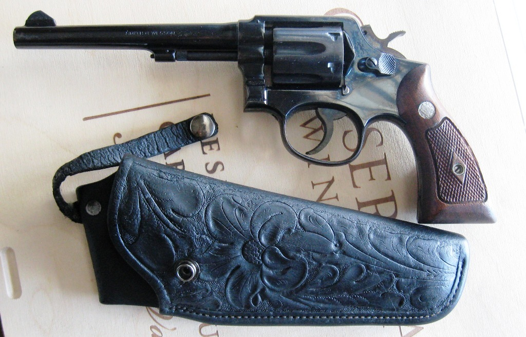 Name:  Gun and holster.JPG Views: 399 Size:  248.2 KB